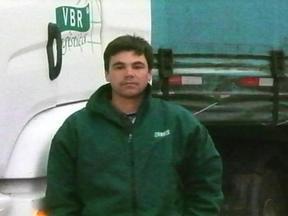 Caminhoeiro que estava desaparecido é encontrado com vida - Ele carregava uma carga de pneus avaliada em 200 mil reais no momento em que foi abordado por criminosos.