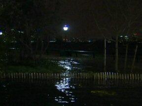 Furacão Sandy leva caos a Nova York (EUA) - O Hospital da Universidade de Nova York está sem energia. Todas as alas sofrem com o caos causado pelo furacão Sandy, e os responsáveis tentam fazer a remoção dos pacientes, inclusive várias crianças.
