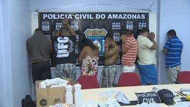 Polícia prende suspeitos de assaltos a residências e tráfico de drogas, no AM - Delegado informou que são cumpridos 16 mandados de busca e apreensão. Ao todo, 150 policiais participam da operação na Zona Sul de Manaus.