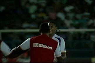 Edimario empata para o Duque de Caxias - Jogador do Duque cabeceou certeiro para o gol de João Carlos