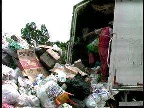 Recicladores falam sobre as dificuldades encontradas na separação do lixo em Erechim, RS - JA foi conferir a rotina nos centros de reciclagem.