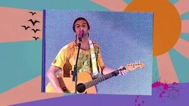 Branco Mello: 'Músicas de verão são alegres' - Músico mostra vídeo com músicas que marcaram vários verões