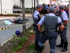 São Paulo tem mais um fim de semana violento - Foi mais um fim de semana violento em São Paulo. De sexta-feira (9) até domingo (11), foram 22 mortes. Em pelo menos seis casos, há suspeita de execução.