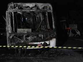 Novos ataques matam mais três pessoas em São Paulo - Outras nove pessoas foram baleadas nos ataques. Os bandidos ainda incendiaram dois ônibus num período de apenas 20 minutos. Por enquanto, ninguém foi preso.