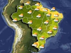 Chove forte em São Paulo nesta segunda-feira (12) - Os motoristas enfrentam trânsito intenso nesta segunda-feira (12) nas principais vias da capital. Uma frente fria originária do Sul reforça as nuvens no Sudeste. A previsão é de sol no Recife; a máxima será de 26ºC.