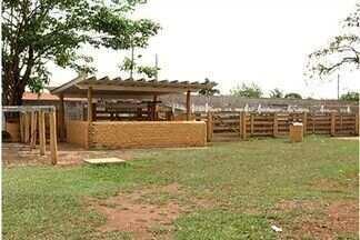 Ministério Público pede a mudança de local do Parque de Exposições de Itumbiara, em GO - A localização do Parque de Exposições de Itumbiara gera reclamações dos moradores. A área fica dentro da cidade e causa muitos transtornos. Agora, o ministério público deu um ultimato para o sindicato rural construir um novo parque.