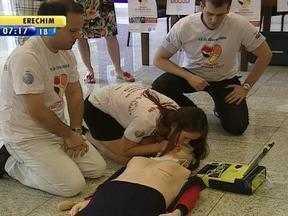 Ação realizada em shopping de Porto Alegre alerta sobre problemas de coração - Evento foi realizado no Shopping Total.