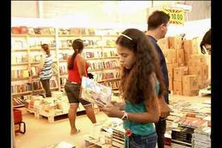 Milhares de pessoas visitaram Feira do Livro em Paragominas - Primeira edição do evento foi um sucesso.