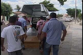 JPB2JP: Bandidos invadem casa e matam uma pessoa e ferem outras duas - Homem que morreu baleado era funcionário da OAB.