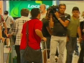Jogadores do Sport são recebidos por poucos torcedores em aeroporto - No Z-4 do Campeonato Brasileiro, o time de Recife ainda tem chances de sair da degola. Com o fechamento da 35ª rodada, está a três pontos do Bahia, que ainda respira.