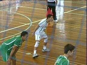 Globo esporte está de olho em promessa do vôlei paranaense - Líbero Rogerinho, campeão sul-americano infanto-juvenil, tem futuro promissor na seleção