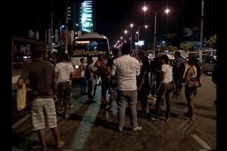 Passageiros protestam por melhores condições de transporte para Mosqueiro - Demora é um problema constante na vida de quem precisa ir da capital até a ilha.