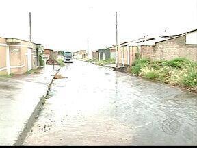 Moradores de residencial reclamam de falta de segurança em Ituiutaba, MG - Dona de casa contou que sete residências foram assaltadas. PM diz que reforçou o patrulhamento no local.