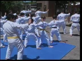 Equipe de Karatê mostrou as habilidades ao vivo - O grupo conquistou medalhas no Campeonato Brasileiro de Karatê Interestilos