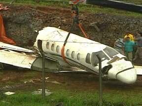 Avião é retirado da pista do aeroporto de Congonhas nesta terça-feira (13) - O avião que saiu da pista no aeroporto de Congonhas na tarde de domingo (11), só foi retirado nesta terça (13).