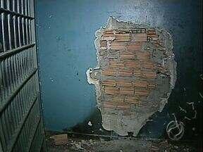 Começa a reforma na Casa de Custódia - A penitenciária foi parcialmente destruída numa rebelião no mês passado.