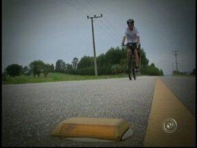 Ciclista de Itapetininga, SP, segue em aventura para cruzar o país - Um ciclista de Itapetininga (SP) segue em aventura sobre duas rodas. Ele vai cruzar o país pedalando. Ele partiu nesta segunda-feira do Oiapoque (AP), ponto mais ao norte do Brasil com destino ao município de Chuí (RS), extremo sul do país.