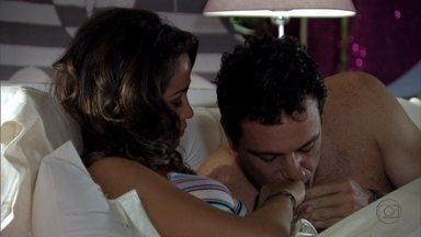 Théo e Morena trocam alianças novamente - O casal reata o noivado