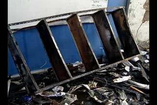 Incêndio assusta fucnionários e alunos de uma escola particular em Belém - Incêndio assusta fucnionários e alunos de uma escola particular em Belém.