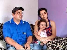 Criança que se engasgou volta para casa: 'vamos redobrar atenção', diz pai - Menina voltou para Uberaba após passar por cirurgia em Uberlândia. Pai da criança diz que ela está se alimentando normalmente.