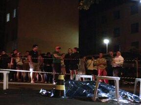 Violência apavora moradores de duas cidades da região de São Carlos - Em Leme, os bandidos colocaram fogo em um ônibus, um caminhão e dois carros. Até em uma creche foi atacada. Em Araraquara, cinco pessoas foram assassinadas. Segundo a polícia, todas as mortes tinham sinais de execução.