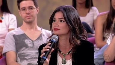 Caroline Ribeiro convive muito bem com a filha do marido - Apresentadora também é filha de pais separados e conta que não teve problemas com isso