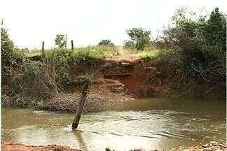 Queda de ponte na GO-309 complica a vida de produtores da região - A queda de uma ponte na GO-309 complica a vida de produtores rurais da região leste do estado. A ponte era usada para escoar a safra entre Goiás e Minas Gerais.