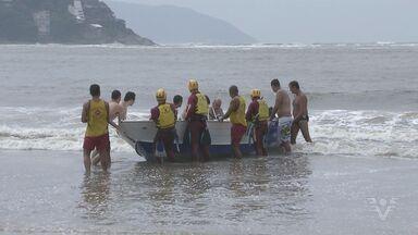 Embarcação afunda com dois pescadores em São Vicente - Ondas dificultaram o trabalho do resgate.