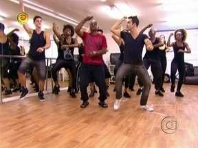 Já no Brasil, angolano ensaia apresentação de dança coreana - Manuel Pedro e produtor de TV que o apresentou a Huck falam da experiência de participar do programa