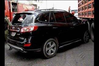 Polícia já abriu inquérito para investigar acidente na avenida Centenário - Envolvidos no acidente estão sendo ouvidos.