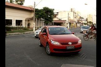 Sinalização de via em Belém confunde motoristas - Sinalização no asfalto indica que via tem apenas um sentido.