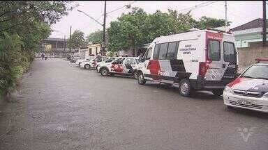 Policial militar é baleado dentro de casa em Santos - Bandidos teriam entrado para assaltar quando descobriram que o policial mora na casa.