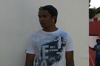 Jovem zagueiro Túlio espera ter mais chances no Vila Nova em 2013 - Prata da casa quer permanecer no clube na próxima temporada.