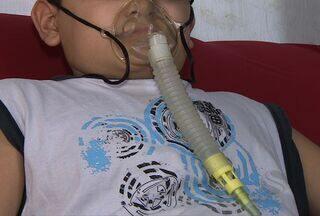 Menino que depende de aparelho para respirar agora precisa de dinheiro para tratamento, SE - Família agora depende da ajuda do governo para realizar tratamento do garoto fora do estado.