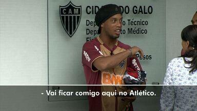 Ronaldinho dá pistas de que pode ficar no Galo - Em conversa com Richarlyson, depois do treino, R49 cochichou para o volante do Atlético uma frase que pode dar indícios sobre a manutenção dos dois jogadores para 2013.