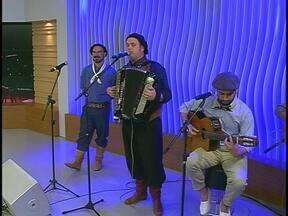 Gujo Teixeira e Luciano Maia tocam no encerramento do JA - Cordeona-me é resultado da parceria entre Luciano Maia, um dos maiores gaiteiros do estado, e Gujo Teixeira, grande compositor, conhecido pelas letras que empresta às músicas de Luiz Marenco.