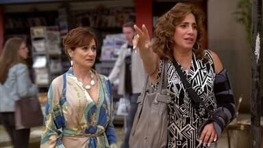 Wanda tenta fugir de Berna - A vilã não consegue e fica tensa quando a esposa de Mustafa conta que a polícia brasileira está fazendo perguntas sobre o processo de adoção de Aisha