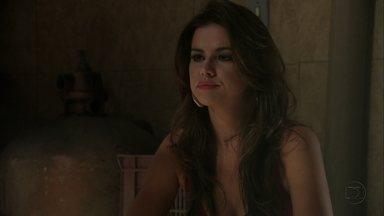 Waleska avisa a Morena que água está batizada - Irina atrapalha a conversa. Morena joga a água fora