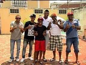 """Felipe aproveita férias para curtir a família e amigos em """"cantinho secreto"""" - Casa de seu tio na Cidade de Deus é o refúgio do goleiro do Flamengo quando precisa relaxar."""