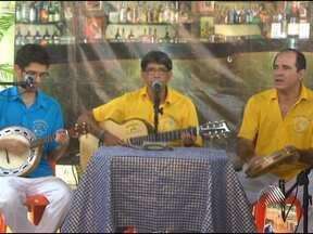 Grupo Aquarela do Samba lança CD no clube Campomar, em Salvador - Em clima de boteco, os músicos apresentaram as 16 composições de Wilson Sales e Syd Morais.