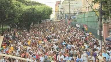 Procissão em homenagem à padroeira do Amazonas atrai mais de 50 mil fiéis - As ruas do Centro de Manaus foram tomadas por milhares de fiéis, no final da tarde deste sábado (8), que participaram de procissão em homenagem ao Dia da Padroeira do Amazonas, Nossa Senhora da Conceição.