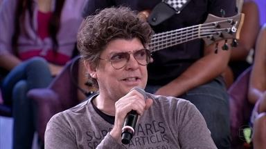 Branco Mello faz sua aposta sobre os sucessos do verão 2013 - Músico apresenta vídeo com hits que prometem sacudir o Brasil nos próximos meses
