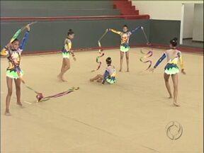 Umuarama investe na formação de ginastas campeãs - O time de ginástica rítmica conquistou várias competições em 2012.