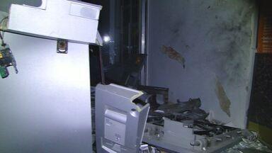 Criminosos explodem mais 2 caixas e isola agência no Sul de MG - Criminosos explodem mais 2 caixas e isola agência no Sul de MG