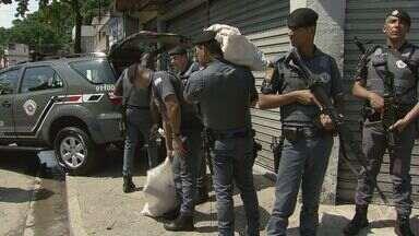 Operação apreende quase 100kg de drogas e armas em Santos - Ação aconteceu no morro do Tetéu nesta quinta-feira (21).