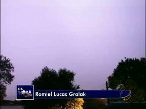Telespectador manda imagens de raios que atingiram Francisco Beltrão - Choveu forte em várias cidades do sudoeste