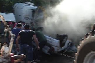 Tragédia na BR 386 em Seberi deixa três mortos - Acidente envolveu três veículos e uma carreta