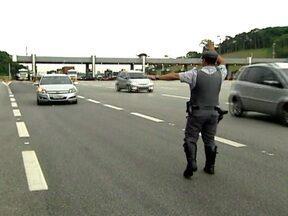 Polícia reforça fiscalizações nas estradas de São Paulo - A Polícia Rodoviária Estadual começou nesta sexta-feira (21) a Operação Natal. Os motoristas devem ficar atentos, pois já entraram em vigor as novas regras da Lei Seca.