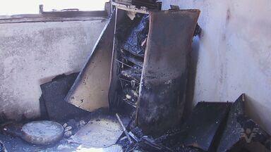Incêndio destrói apartamento em Cubatão (SP) - Menina de 13 anos pulou do segundo andar para se salvar do fogo.
