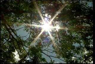 Verão começa hoje e montes-clarenses procuram maneiras de se refrescarem - Especialistas alertam para cudiados com o calor intenso e exposição prolongada ao sol